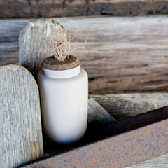 Curled Lid and Pot: rustic  by aimee bollu, Rustic