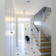 Eclectic style corridor, hallway & stairs by Antracyt Eclectic