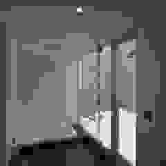 Salle de bain moderne par 株式会社コウド一級建築士事務所 Moderne