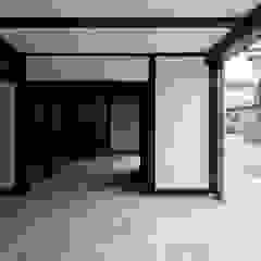 Garasi Gaya Asia Oleh タクタク/クニヤス建築設計 Asia