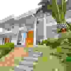 Jardines de estilo tropical de Marcelo John Arquitetura e Interiores Tropical