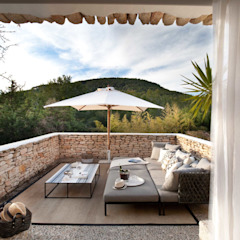 Ibiza House Mediterranean style balcony, porch & terrace by TG Studio Mediterranean