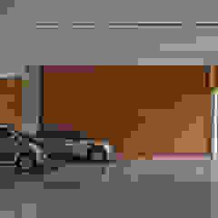 Moderne Garagen & Schuppen von Beth Nejm Modern