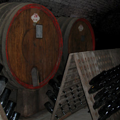 Country style wine cellar by Studio999 Country