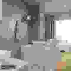 Baños de estilo moderno de Deeco Moderno