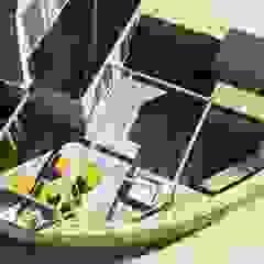 Kleine tuin bij hoekwoning, in moderne cottage stijl Rustieke balkons, veranda's en terrassen van Bladgoud-tuinen Rustiek & Brocante