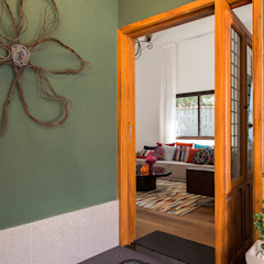Residencia de Surfista Portas e janelas tropicais por Marcos Contrera Arquitetura & Interiores Tropical
