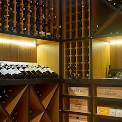 Country style wine cellar by Raquel Junqueira Arquitetura Country