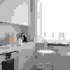 Campden Hill Court, London NW8 Modern kitchen by Studio Duggan Modern