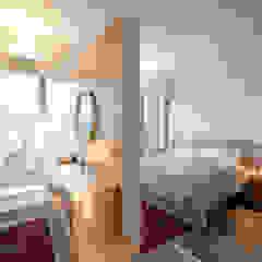 BI's RESIDENCE Minimalist bedroom by arctitudesign Minimalist