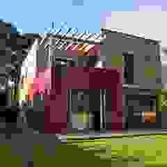 Surélévation et extension Maison à Romans-sur-Isère dans la Drôme Maisons modernes par HELENE LAMBOLEY ARCHITECTE DPLG Moderne
