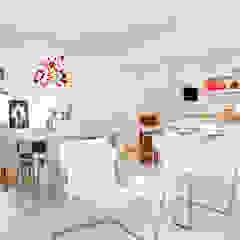 Shades of White Salas de jantar mediterrâneas por Helô Marques Associados Mediterrâneo