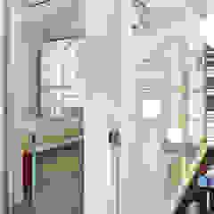 Minimalist corridor, hallway & stairs by Studio ARTIFEX Minimalist