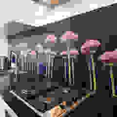 """Flower power"" op de keuken achterwand. Mediterrane keukens van PimpYourKitchen Mediterraan"