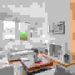 Living room : Neutral tones Salones de estilo minimalista de In:Style Direct Minimalista