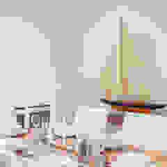 Dining room 1 Comedores de estilo minimalista de In:Style Direct Minimalista