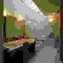現代浴室設計點子、靈感&圖片 根據 風建築工房 現代風