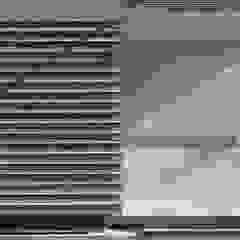 トレス建築事務所 Pareti & Pavimenti in stile moderno