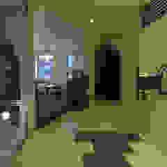 トレス建築事務所 Ingresso, Corridoio & Scale in stile moderno