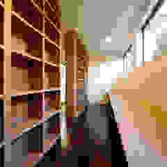 Oficinas de estilo moderno de 建築デザイン工房kocochi空間 Moderno