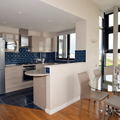 Open kitchen Modern Kitchen by Cathy Phillips & Co Modern