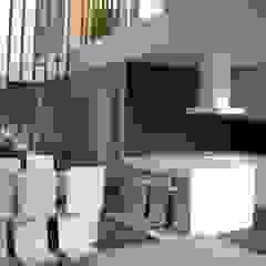 A ESCALA mae arquitectura Cocinas de estilo moderno