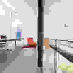 Oficinas de estilo minimalista de Architect2GO Minimalista