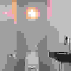 Baños de estilo minimalista de Architect2GO Minimalista