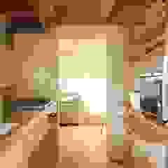 Cocinas de estilo escandinavo de 松デザインオフィス Escandinavo Cerámico