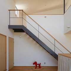 現代風玄關、走廊與階梯 根據 toki Architect design office 現代風 鋁箔/鋅