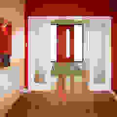 House in Chandlers Ford II 現代風玄關、走廊與階梯 根據 LA Hally Architect 現代風