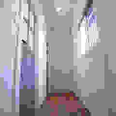 隨意取材風玄關、階梯與走廊 根據 vibe design inc. 隨意取材風