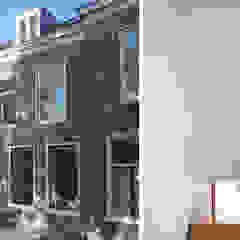Koridor & Tangga Modern Oleh Lab-S Modern