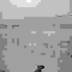 Hand Painted Panels integrated cupboard doors Couloir, entrée, escaliers asiatiques par Eades Bespoke Asiatique