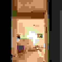 Couloir, entrée, escaliers modernes par Ruta arquitetura e urbanismo Moderne