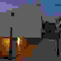 アアキ前田 株式会社 Eclectic style houses