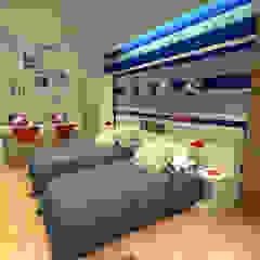 من Konverto Interiores + Arquitetura حداثي