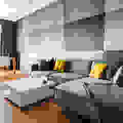 Płyty betonowe apartament Warszawa Muranów Nowoczesny salon od Contractors Nowoczesny Beton