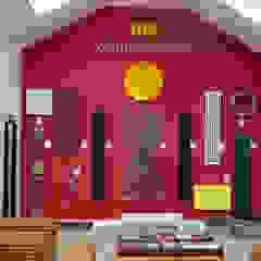 A warm welcome Feature Radiators Ruang Komersial Modern