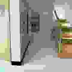 Nowoczesny dom jednorodzinny Nowoczesny korytarz, przedpokój i schody od D2 Studio Nowoczesny