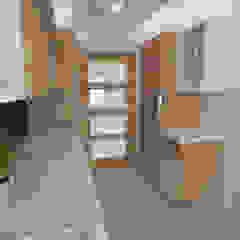 Nowoczesny dom jednorodzinny Nowoczesna kuchnia od D2 Studio Nowoczesny