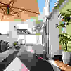 家族の気配を感じる大空間の家 モダンデザインの テラス の TERAJIMA ARCHITECTS モダン