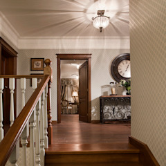 Colonial style corridor, hallway& stairs by Abwarten! Colonial