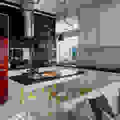 Квартира-студия в стиле лофт в центре Москвы Кухня в стиле лофт от Aiya Design Лофт