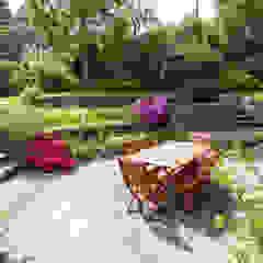 Rear Garden من Barnes Walker Ltd ريفي