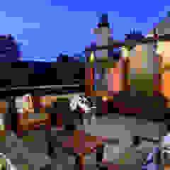 Rustic style balcony, veranda & terrace by Stúdio Márcio Verza Rustic