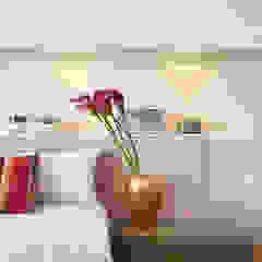 Thaisa Camargo Arquitetura e Interiores BedroomAccessories & decoration