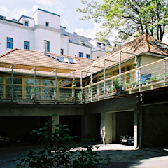 courtyard view Modern Houses by allmermacke Modern