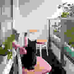 Mieszkanie Skandynawski balkon, taras i weranda od Sic! Zuzanna Dziurawiec Skandynawski