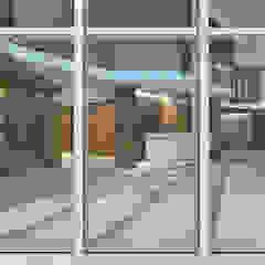 Salas multimedia de estilo clásico de Lugerin Architects Clásico Vidrio